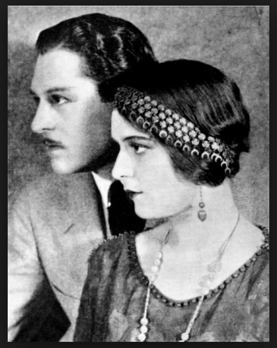 John Bowers and Marguerite De La Motte in Daughters Who Pay (1925)