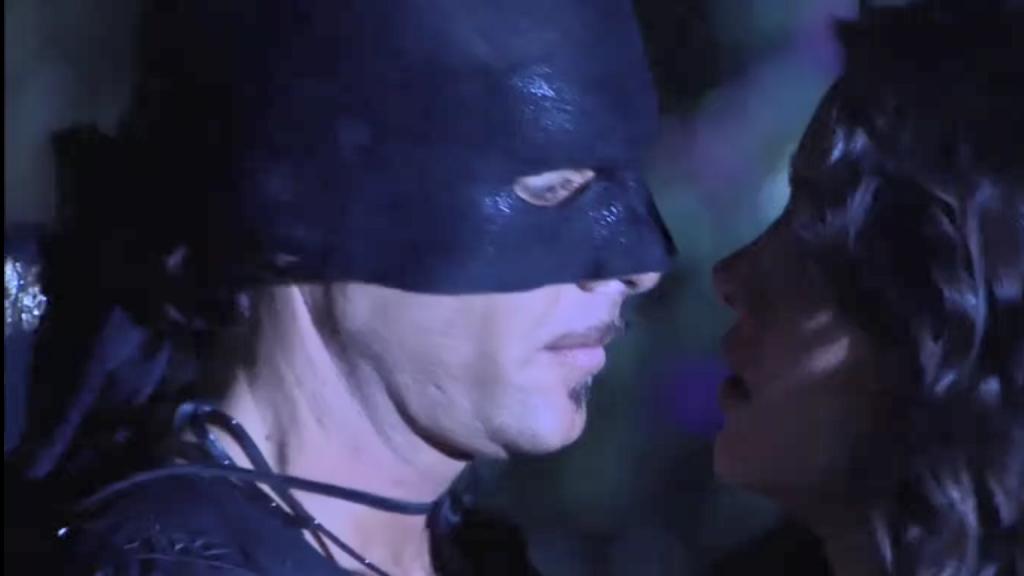 El Zorro, la Espada y la Rosa telenowela Zorro odcinek 1 - Zorro i Esmeralda splątane medaliony